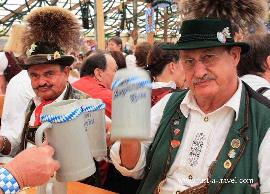 9.pioropusze - Oktoberfest