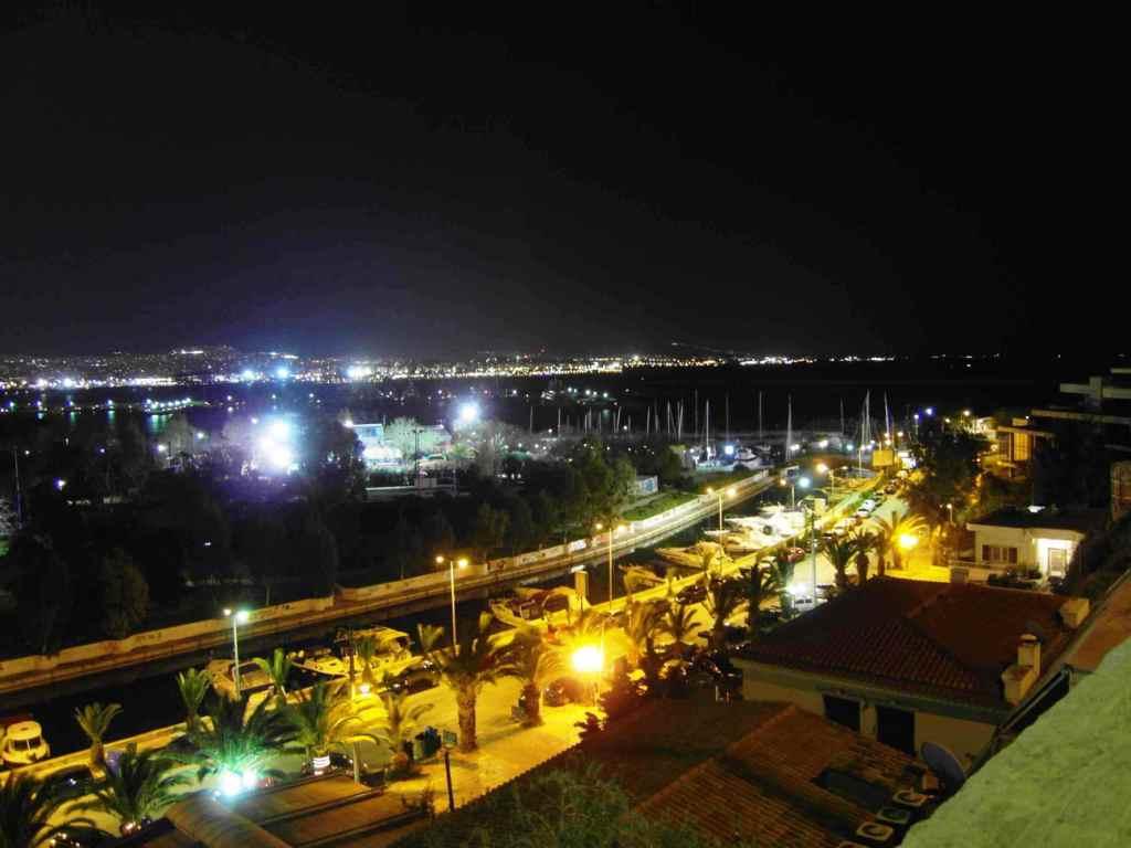 Pireus nocą