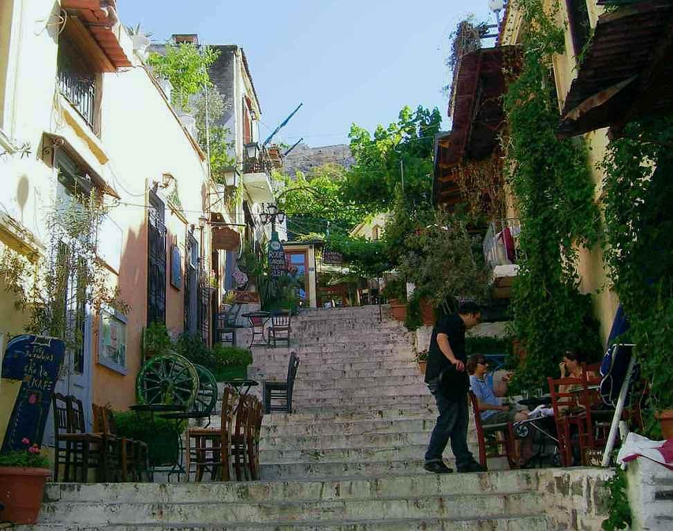 Tawerny w dzielnicy Aten Plaka