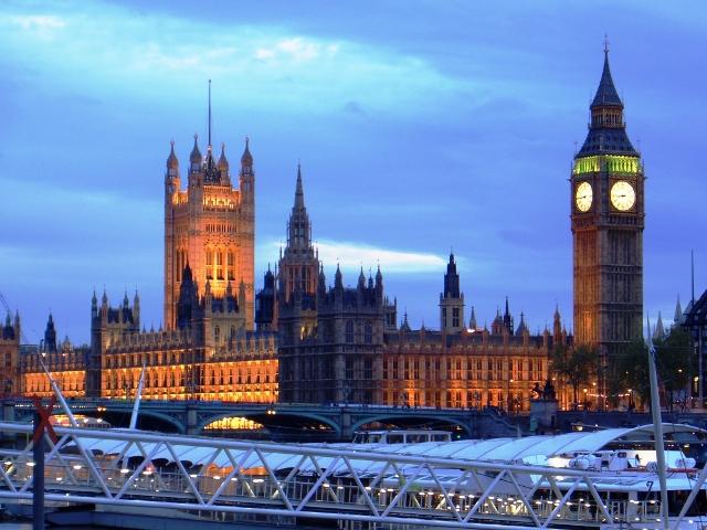 Palace of Westminster z Westminster Bridge nocą