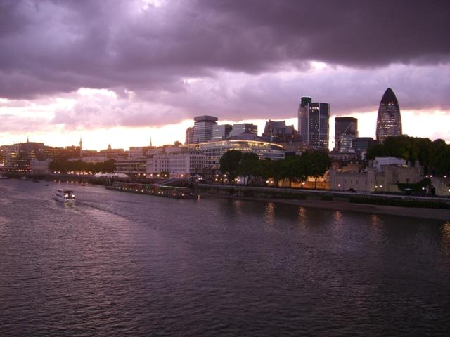 Tamiza i dzielnica bankowa Londynu nocą