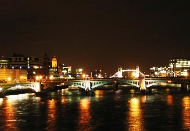 London Bridge najstarszy most na Tamizie w Lodynie