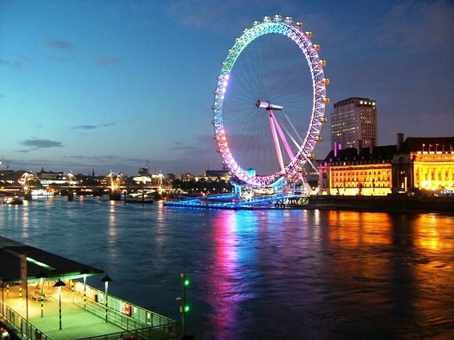 London Eye nad Tamizą nocą