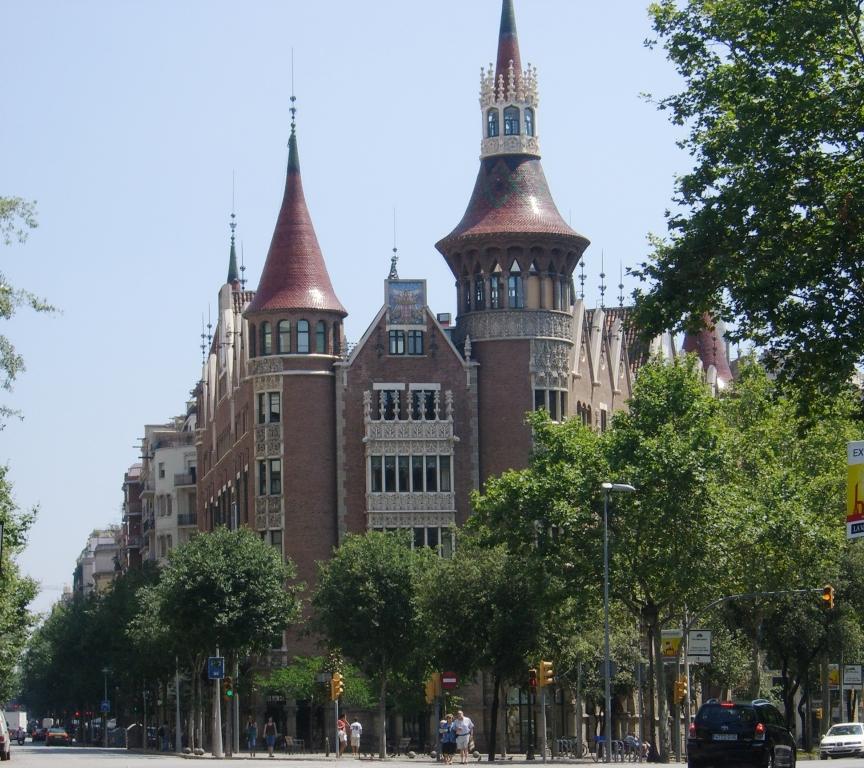 Casa Terrades w Barcelonie, budynek zaprojektowany przez Josepa Puig i Cadafalch