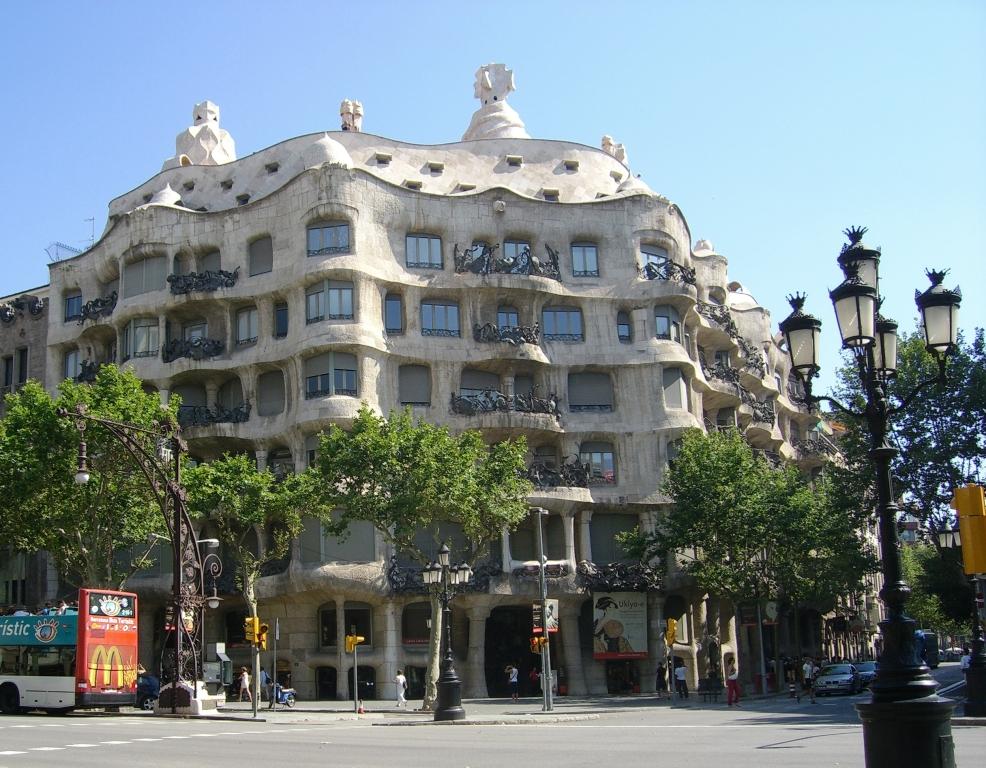 Casa Milà to budynek w Barcelonie zaprojektowany przez Antoniego Gaudi, powstały w latach 1906-1910. Znajduje się na rogu ulic Passeig de Grácia i Provença.