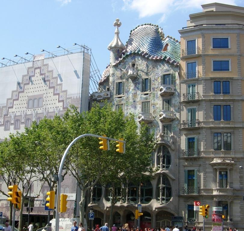 Casa Batlló – budynek zaprojektowany przez Antoniego Gaudi, znajdujący się przy Passeig de Gràcia 43 w Barcelonie