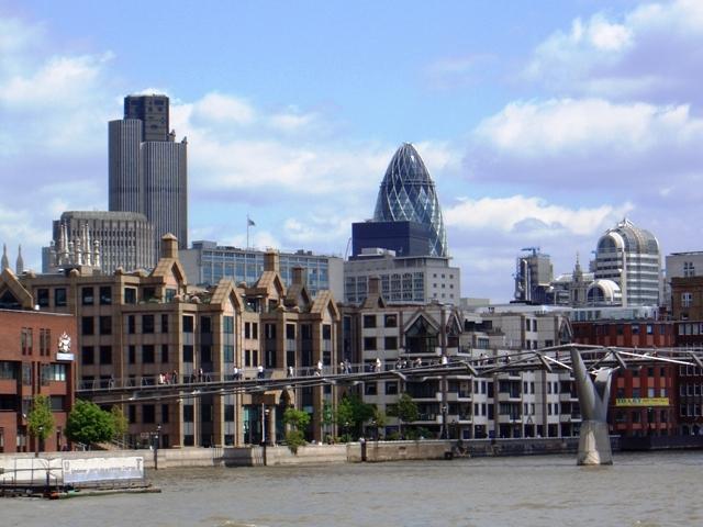 Millenium Bridge nad Tamizą w Londynie