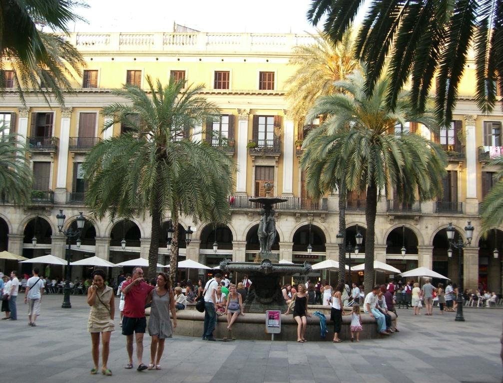 Plaça Reial w Barcelonie