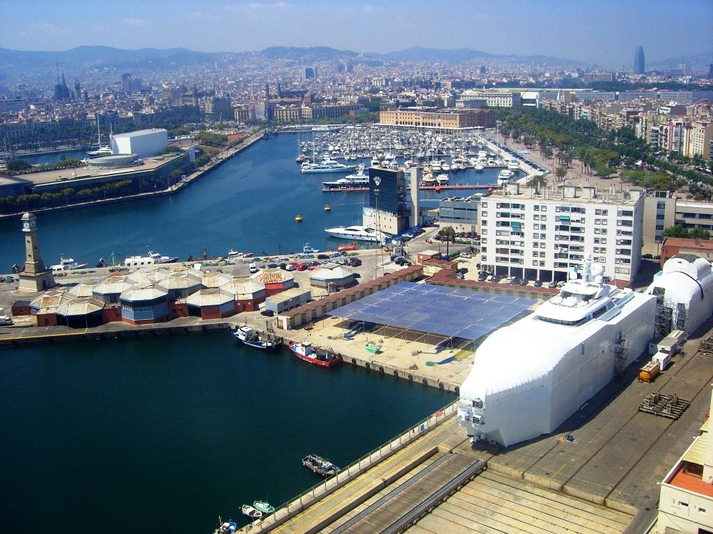 Widok na port w Barcelonie