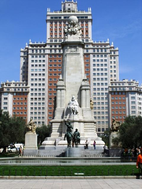 Plaza de Espana z pomnikiem Cervantesa