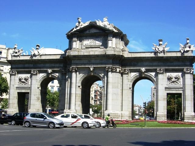 Puerta de Alkala w Madrycie