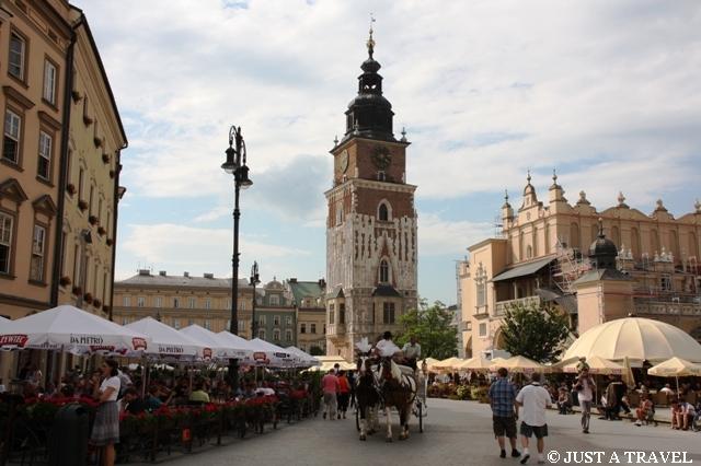 Wieża ratuszowa na krakowskim rynku