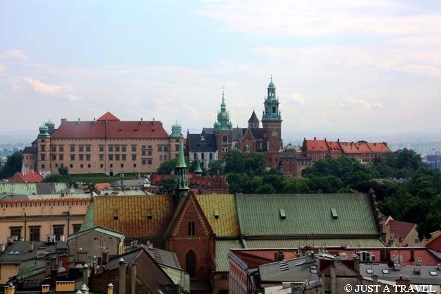 Widok z wieży ratuszowej na Wawel