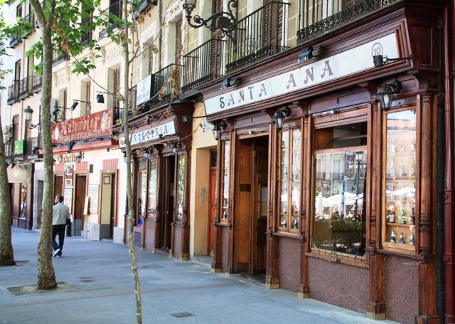 Puby na placu Santa Ana w Madrycie