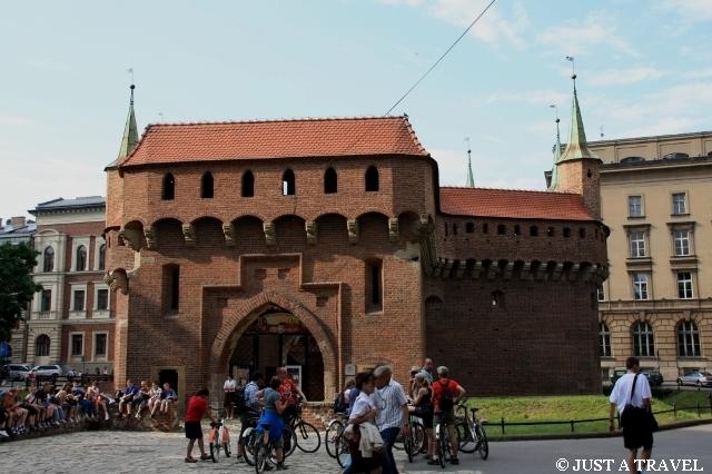 Barbakan część fortyfikacji miejskiej w Krakowie