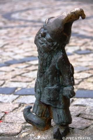 Głuchoniemy (Głuchak) jeden z wrocławskich krasnali