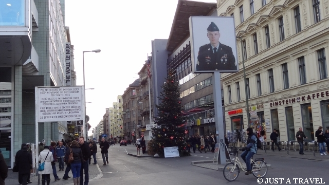 Checkpoint Charlie w Berlinie
