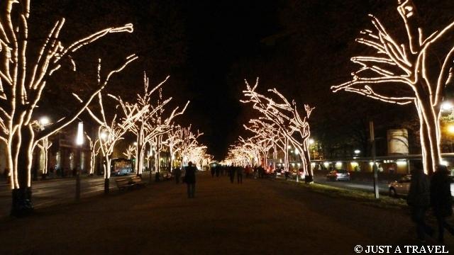 Alle unter den Linden w Berlinie nocą