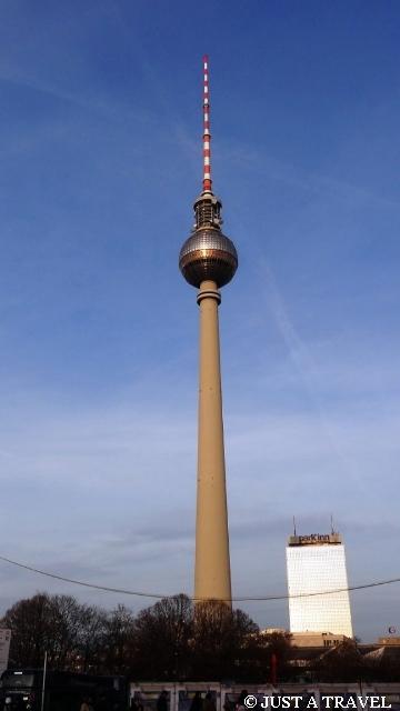 Fernsehturm wieża telewizyjna i najwyższa budowla Niemiec, która obecnie mierzy 368 metrów