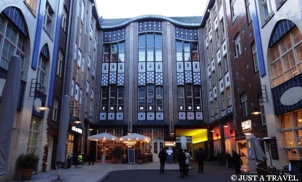 Die Hackeschen Höfe - największy zamknięty ciąg dziedzińców w Niemczech, o charakterze mieszkalno-gospodarczym