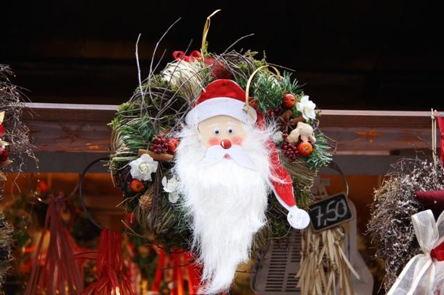 wieniec z Mikołajem na drzwi