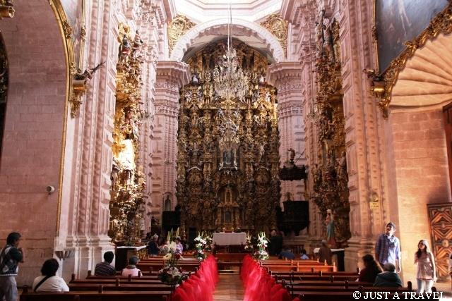 Ołtarz w kościele Santa Prisca