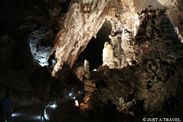 Formacje skalne w meksykańskiej jaskini Cacahuamilpa