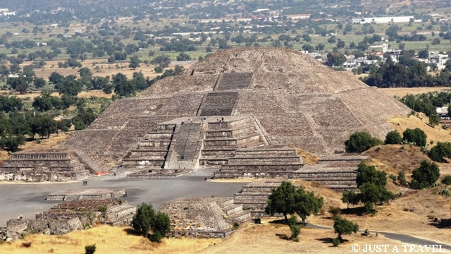 Piramide de la Luna Teotihuacan