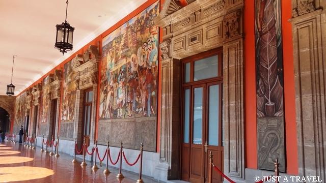 freski Diego Riviera w Palacion National