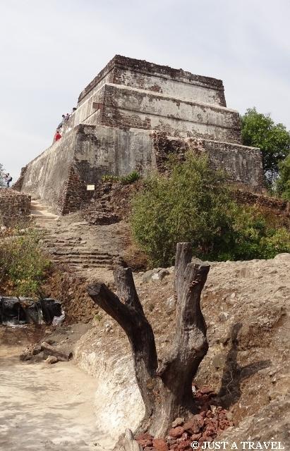 Tepozteco prekolumbijska piramida w pobliżu Tepotzlan