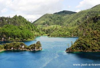 Kolorowe jeziora w Chiapas w Parku Narodowym Lagunas de Montebella