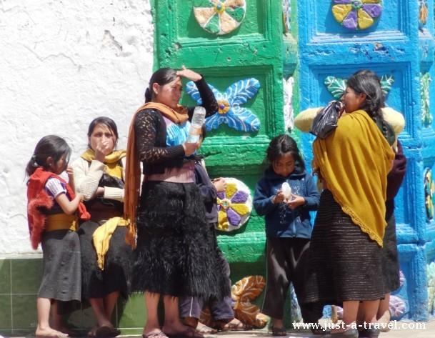 Indianki przed kościołem Chamula
