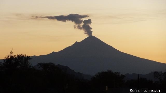 Aktywny wulkan Popocatépetl