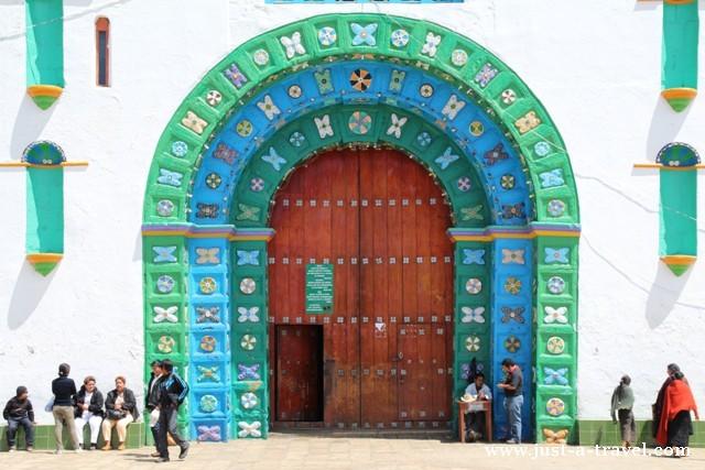 Brama kościoła San Juan Chamula