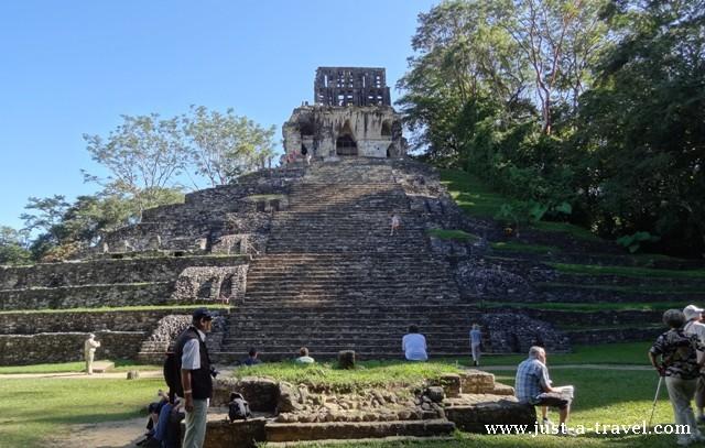 Templo de la Cruz Foliada Palenque