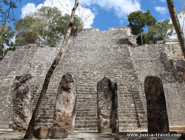 Kamienne Stele z Calakmul