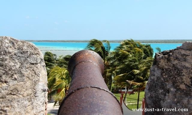Twierdza i piraci Twierdza de San Felipe armata
