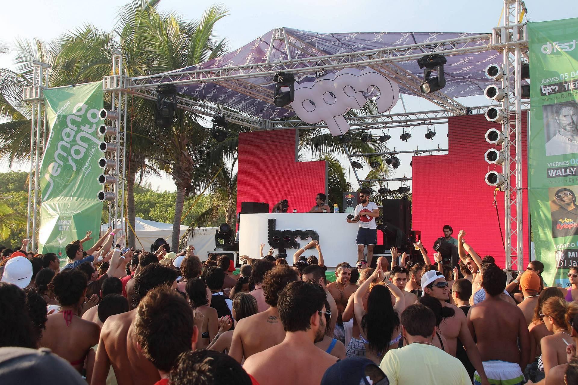 Wielkanoc w Meksyku, koncert na plaży