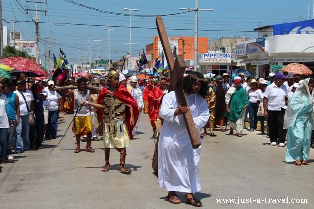 Droga krzyżowa odegrana w Playa del Carmen