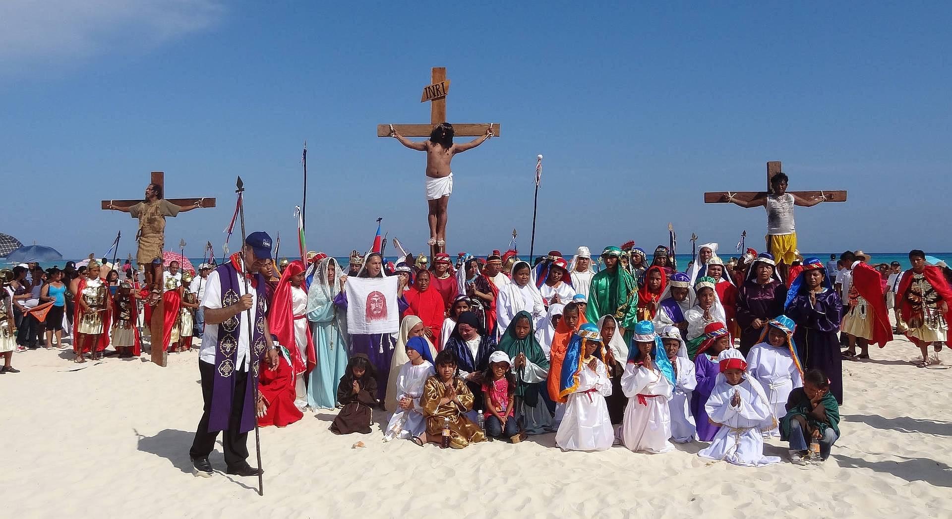Ukrzyżowanie Jezusa na plaży w Playa del Carmen