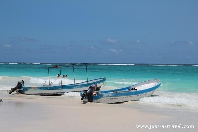 Playa Maya łódki