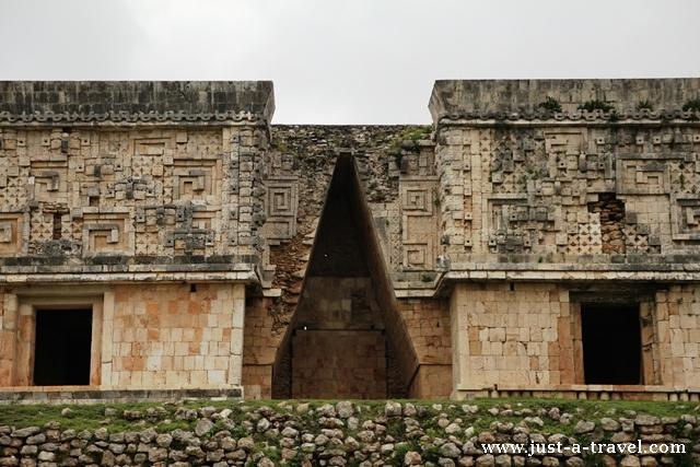Pałac Gubernatora z łukiem Majów w Uxmal