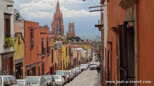 Malownicza uliczka w San Miguel de Allende