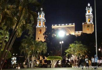 Merida Plaza Grande i Katedra św. Ildefonsa Merida