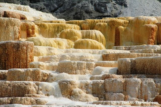 mamoth hot springs yellowstone