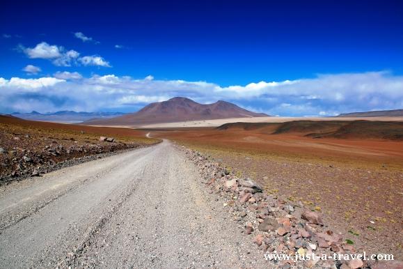 szutrowa droga w Boliwii