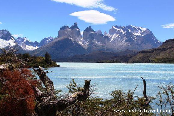 Lago Pehoe and Los Cuernos