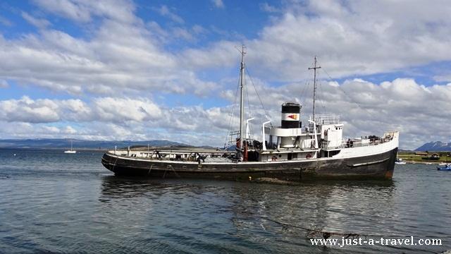 wrak statku w porcie Ushuaia