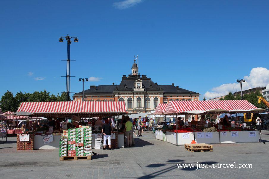Centralny plac miasta Kauppatori - W drodze do Świętego Mikołaja