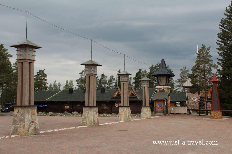 Kolo podbiegunowe w wiosce Swietego Mikolaja - W wiosce Świętego Mikołaja